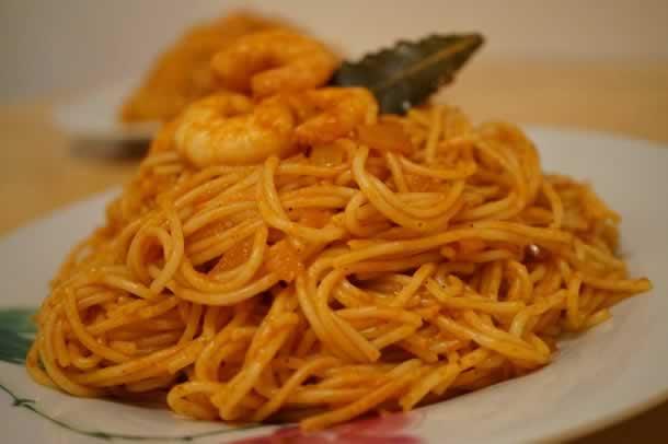 Spaghettis aux crevettes à la sauce tunisienne