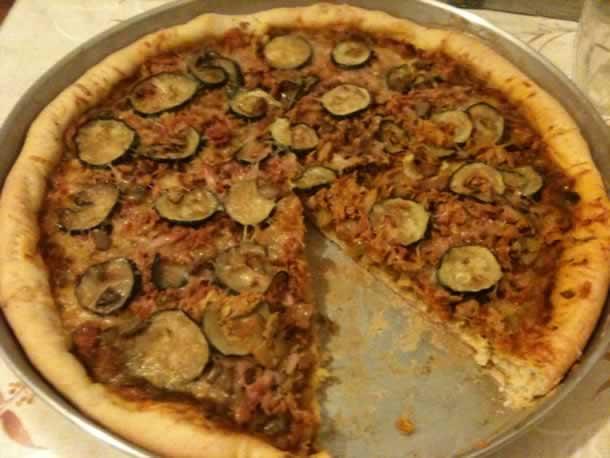 Pizza au thon et courgettes