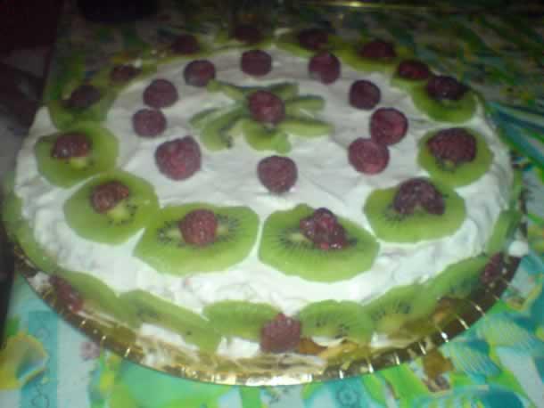 Gâteau à la framboise et au kiwi