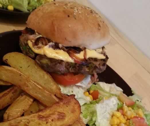 Hamburger » l'oriental» et ses potatoes épicées (à la pâte magique)