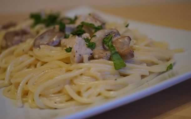 Spaghettis au poulet à la sauce forestière