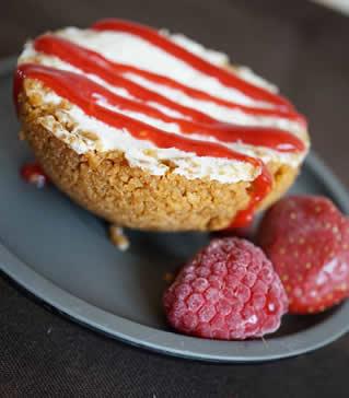 Cheesecake au kiri et son coulis de fruits rouges