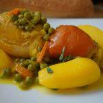«Marqa dial batata wa jalbana bil djaj» (ragoût de poulet aux pommes de terre et petits pois)