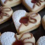 Coeurs Sablés très fondants fourrés à la confiture de fraise