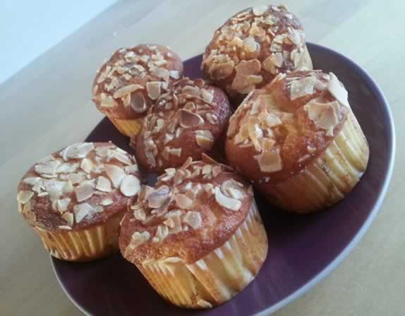 Muffins aux amandes au coeur de chocolat noir