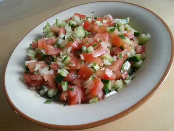 Salade tunisienne (slata toun'ssiya)