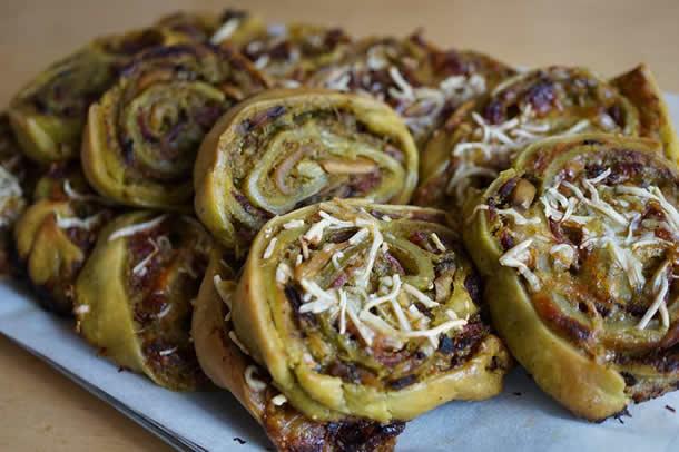 Pizza rolls au pesto et bacon
