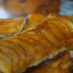 Tarte fine aux pommes au caramel beurre salé à la fleur de sel