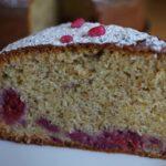 Cake moelleux à la pistache et aux framboises